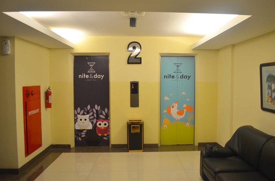 Nite & Day Jakarta Bandengan - lift