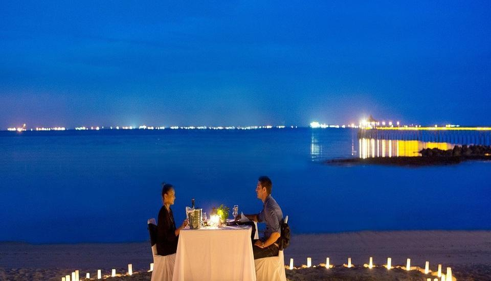 Turi Beach Resort Batam - Beachfront Candle Light Dinner