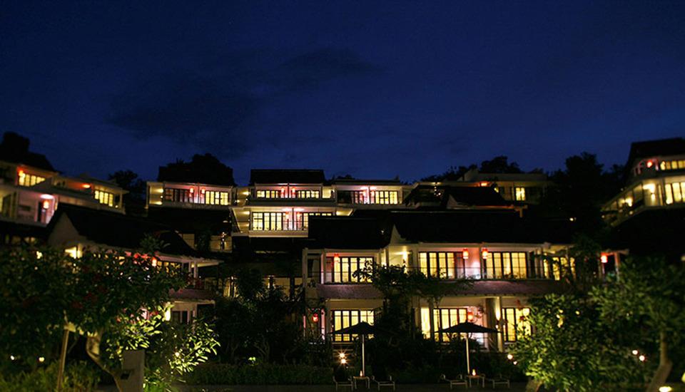 Turi Beach Resort Batam - Tirta pada malam hari