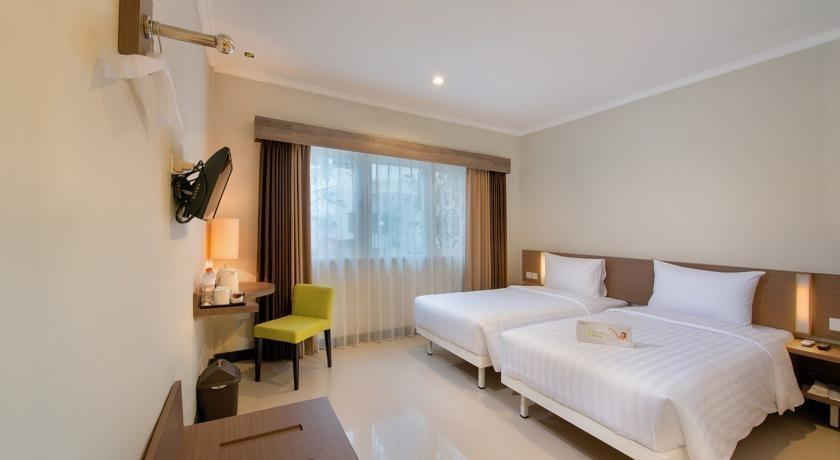 Whiz Prime Surabaya - Deluxe Twin Bathub Regular Plan