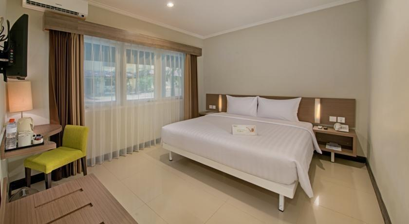 Whiz Prime Surabaya - Deluxe Double Room Regular Plan