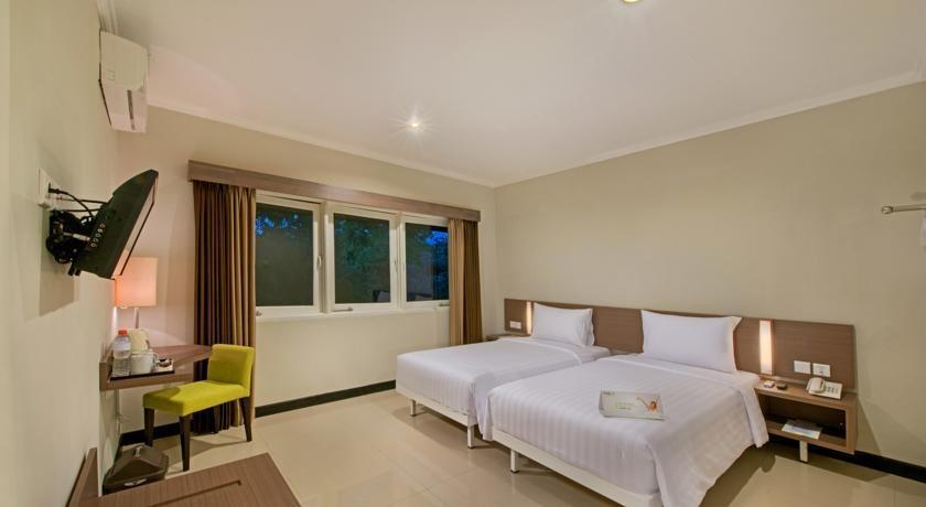 Whiz Prime Surabaya - Deluxe Twin Room Only Regular Plan