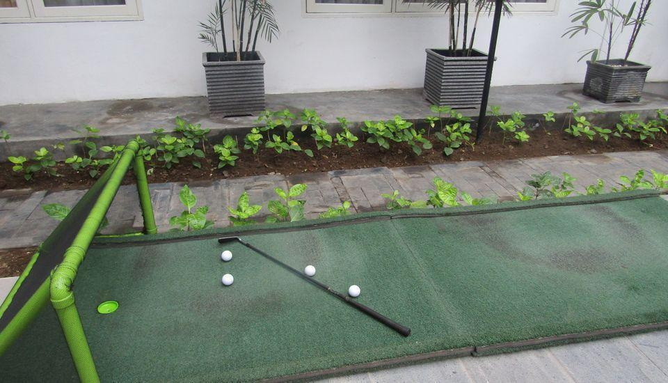 Whiz Prime Surabaya - Golf Mini