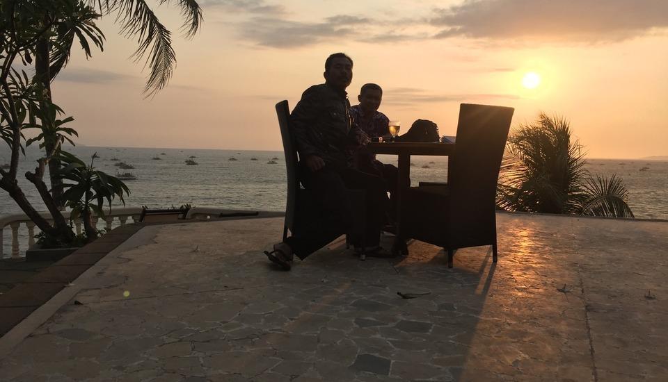Bayu Amrta Hotel Sukabumi - Teh sore dengan matahari terbenam