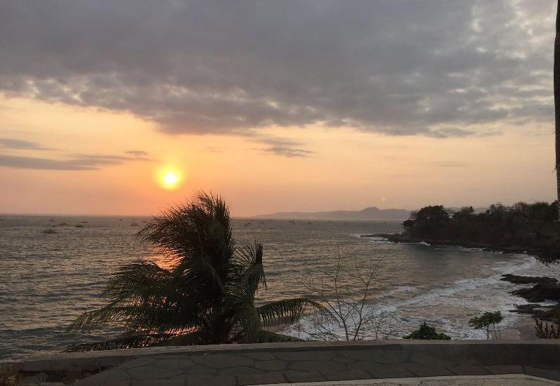 Bayu Amrta Hotel Sukabumi - Pemandangan Matahari terbenam -
