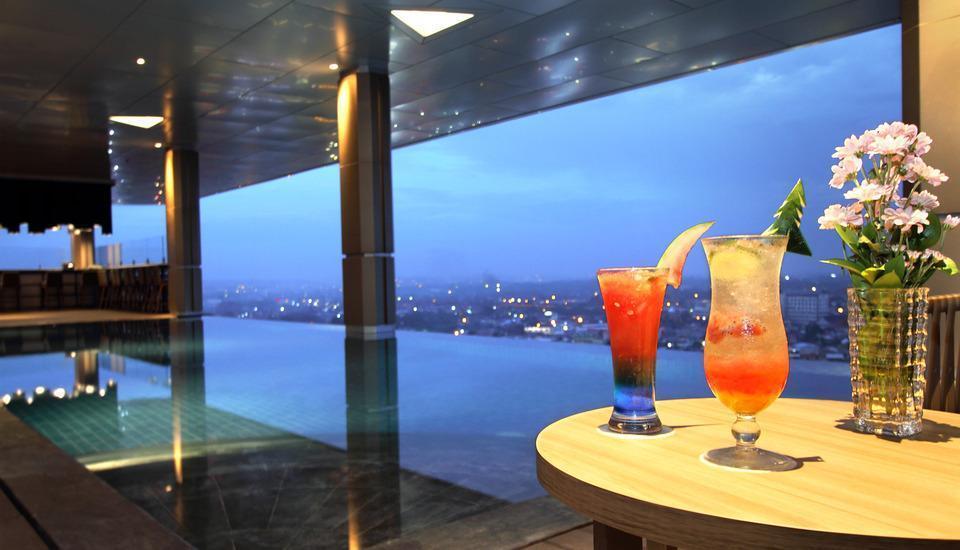 Tangram Hotel Pekanbaru Pekanbaru - Pool & Bar