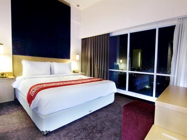 Swiss-Belinn Malang - Suite Room