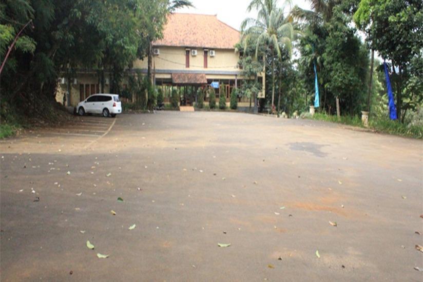 Desa Gumati Hotel Bogor - Parking Area