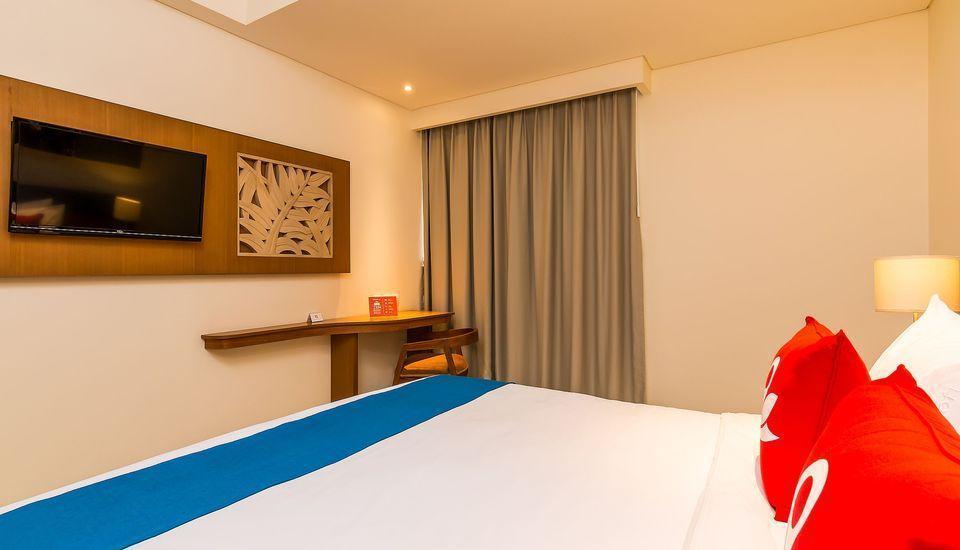 ZenRooms Holiday Inn Kuta Square - Tempat Tidur Double