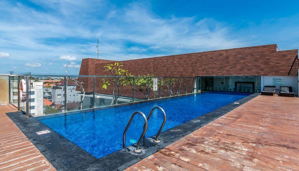 ZenRooms Holiday Inn Kuta Square - Kolam Renang