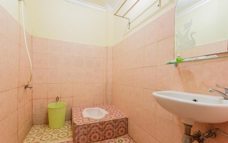 Hotel Herly Syariah Balikpapan - Bathroom