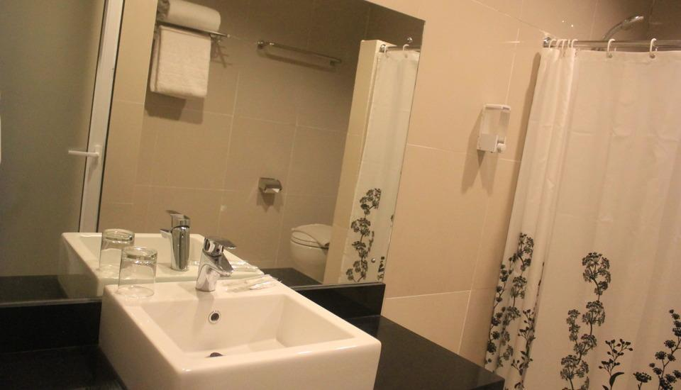 Hotel Marilyn South Tangerang - bath room