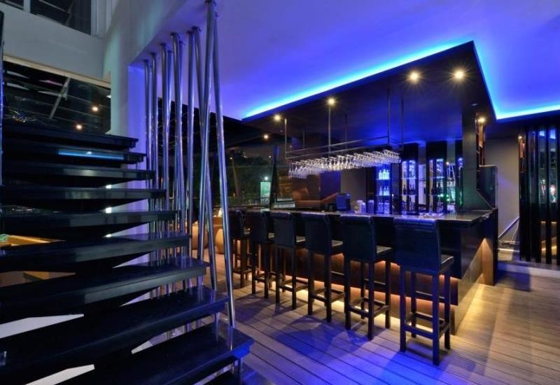 Oak Tree Mahakam Jakarta - Aqualuna Lounge & Bar