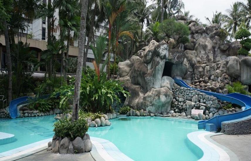 Condominium Danau Toba Hotel Medan - Kolam Renang