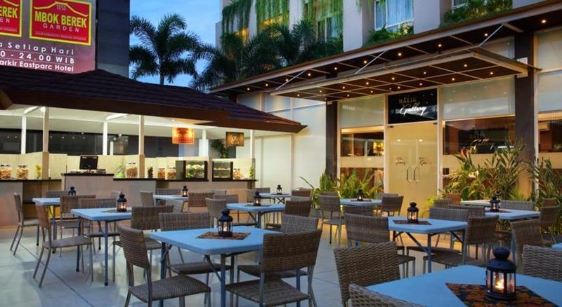 Eastparc Hotel Yogyakarta Yogyakarta - Jogja Night Market
