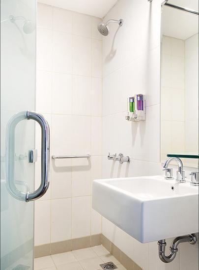 Amaris Hotel Bintoro Surabaya Surabaya - Bathroom