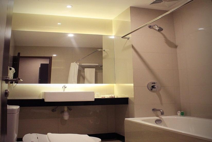 Biz Hotel  Batam - Kamar Mandi Kamar Deluxe