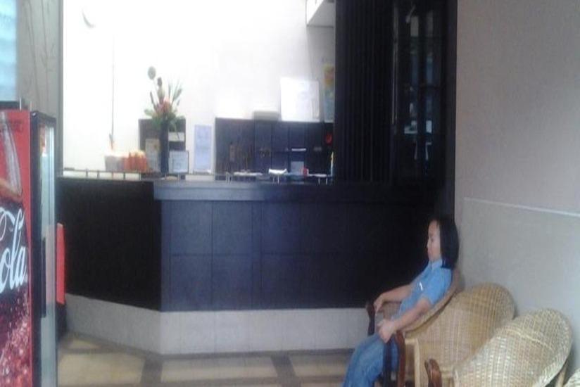 Simpang Homestay Malang - Resepsionis