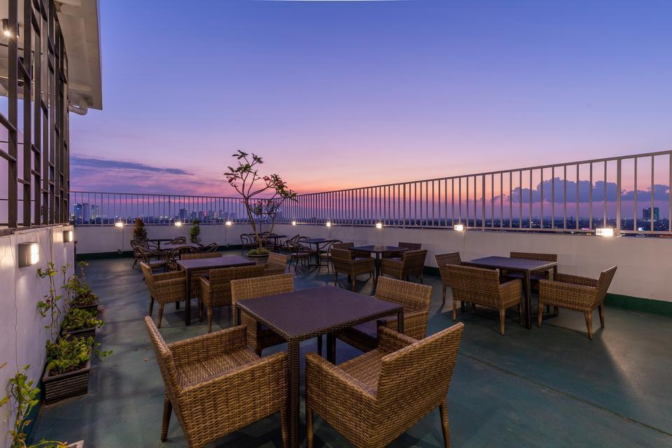 Great Diponegoro Hotel by Azana Surabaya - Sky Lounge Outdoor