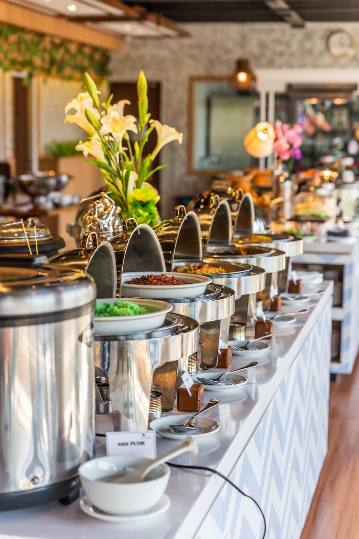 Great Diponegoro Hotel by Azana Surabaya - Breakfast