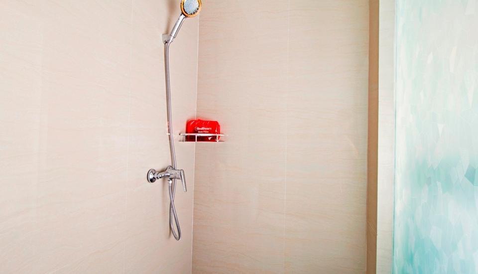 RedDoorz Cideng Barat Jakarta - Kamar mandi