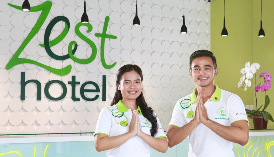 Zest Hotel Sukajadi Bandung - RESEPSIONIS