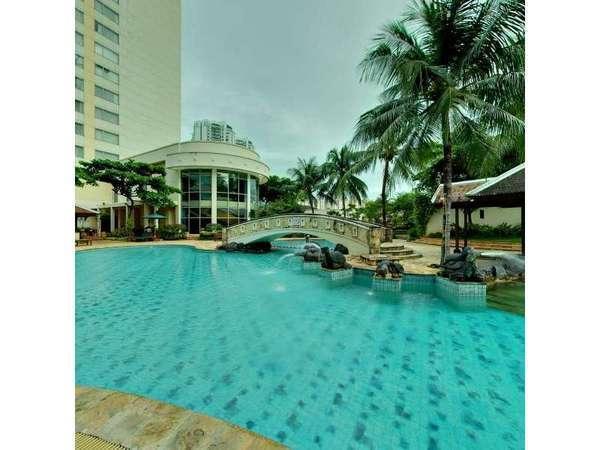 The Park Lane Hotel Jakarta - Kolam Renang