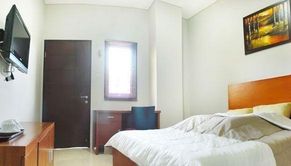 Sky City Home Guest House Bandung - Deluxe Room Only Regular Plan
