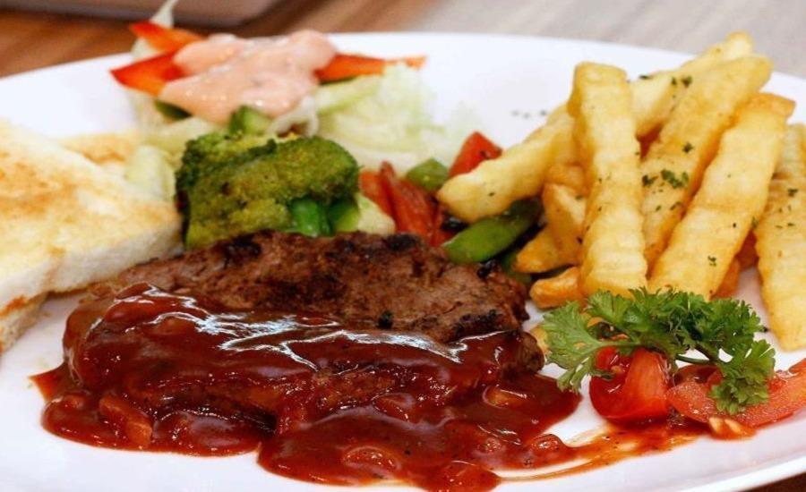 Amellia Pasteur Hotel Bandung - Food & Beverage
