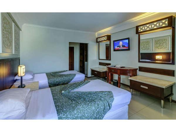 Maharani Beach Hotel Bali - Kamar Superior, yang menghadap ke Poppies Lane I, pusat kehidupan malam dan hiburan.
