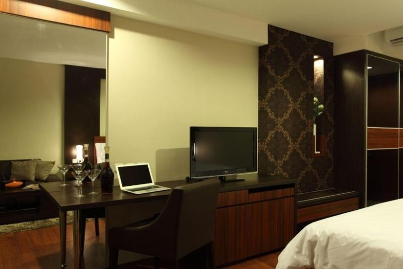 Avissa Suites Jakarta - Deluxe Queen with Breakfast Regular Plan