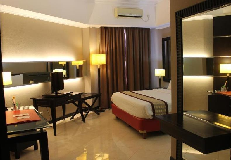 Zurich Hotel Balikpapan - Junior Suite Room Regular Plan