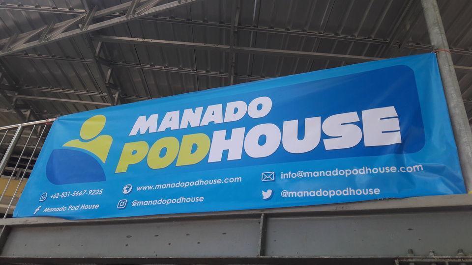 Manado Pod House Manado - Baliho di depan penginapan