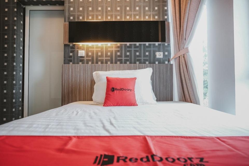 Kamar penginapan di RedDoorz - Jamin Ginting Medan