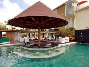 Den Bukit Suites Jimbaran -   Pool Bar