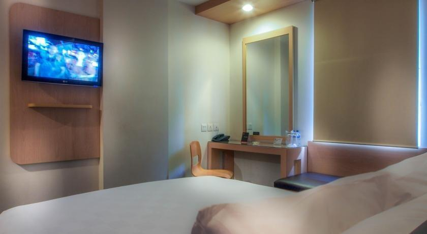 M Hotel  Jakarta - Standard Room With Breakfast Regular Plan