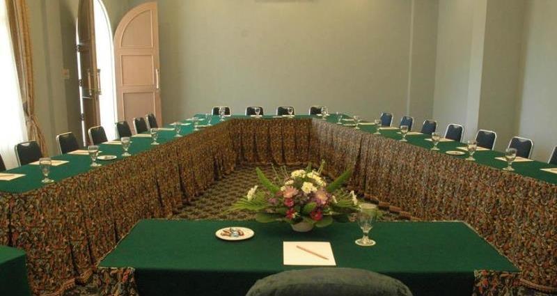 Yasmin Resort Puncak - Meeting Room