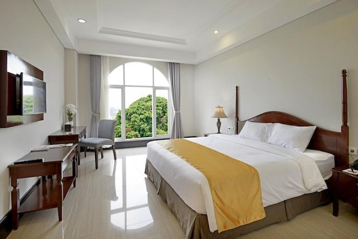 The Sahira Hotel Bogor - Deluxe Queen Room Only WEEKEND PROMO 2019