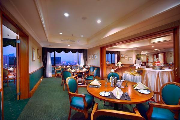 Hotel Menara Peninsula Jakarta - Executive Lounge