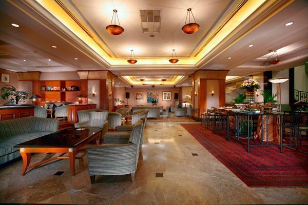 Hotel Menara Peninsula Jakarta - Rumpi Lounge