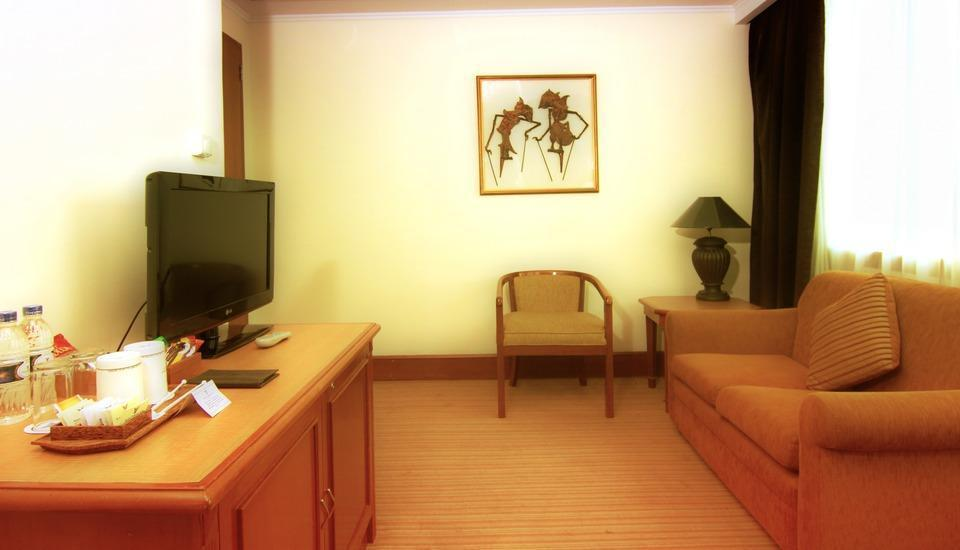 Hotel Menara Peninsula Jakarta - Studio Room with Breakfast Min Stay 2 Nights
