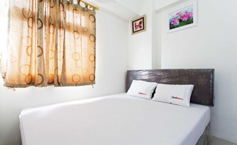 RedDoorz Apartment @Green Pramuka Jakarta - Kamar tamu