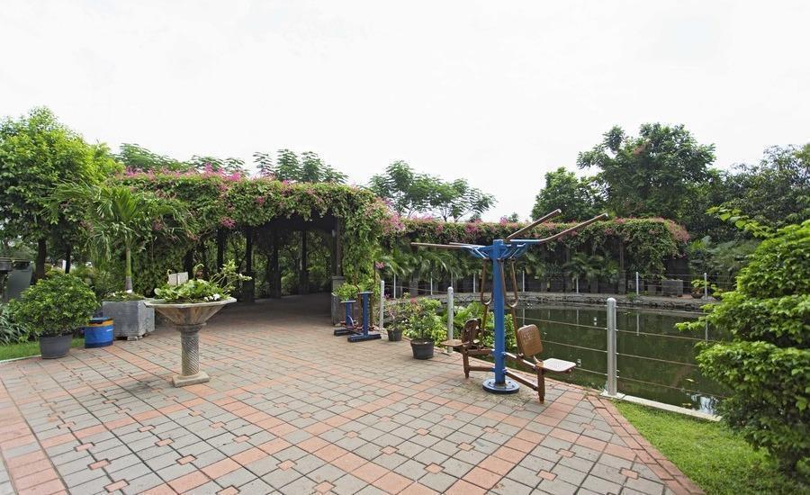 RedDoorz Apartment @Green Pramuka Jakarta - Eksterior
