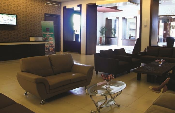 T-MORE Hotel & Lounge Kupang - Ruang Tamu