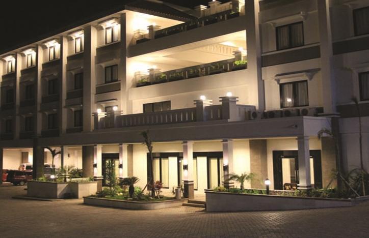 T-MORE Hotel & Lounge Kupang - Tampilan Luar Hotel