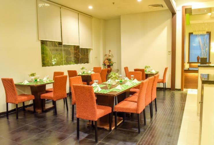 T-MORE Hotel & Lounge Kupang - Restaurant