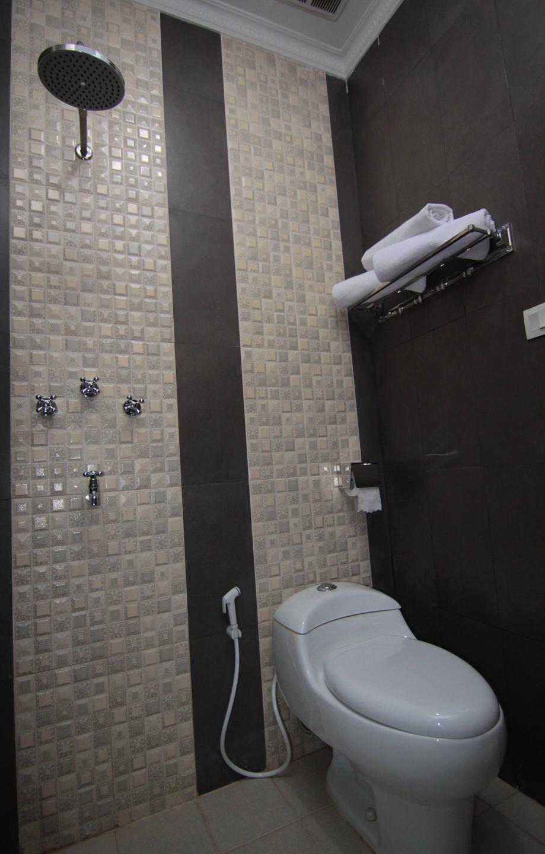 Suria City Hotel Bandung - Bathroom