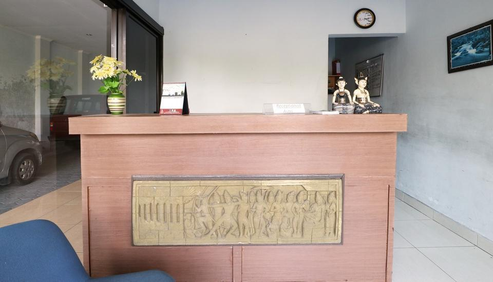 Galaxy Hotel and Convention Yogyakarta - front desk 1