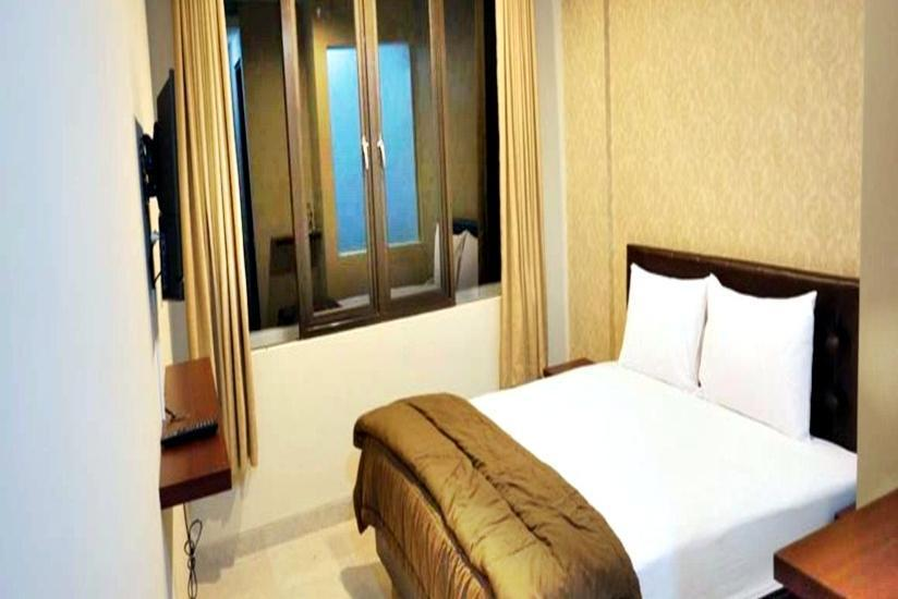 Hotel Lotus  Cirebon - Deluxe Room with Breakfast Regular Plan