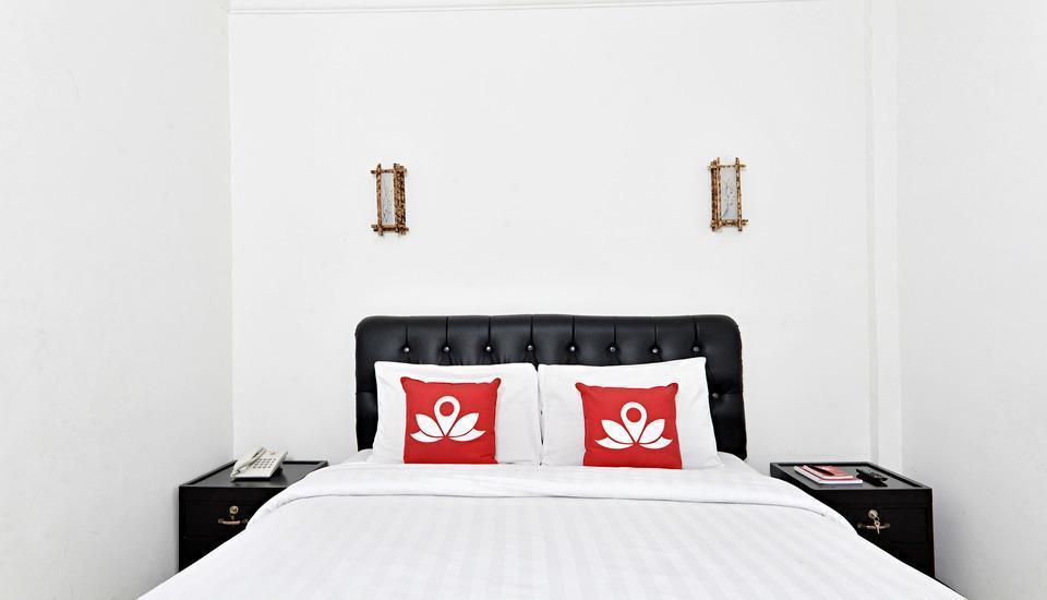 ZenRooms Cibogo Megamendung Puncak - Tampak tempat tidur double
